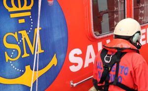 Rescatan a tres menores de una patera en el Estrecho de Gibraltar
