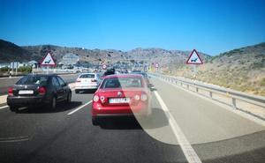 Uno de cada tres coches que llega a Málaga en verano entra por la autopista de Las Pedrizas