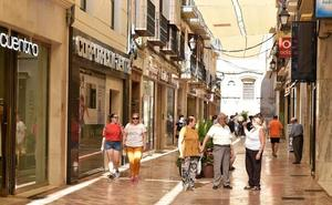 El Centro Comercial Abierto de Antequera suma ya 338 metros de sombra