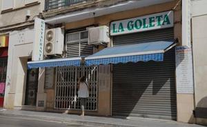 Herido un hombre de 75 años al desprenderse parte del techo de un bar en la Goleta