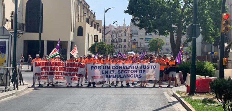Los trabajadores de las ambulancias intensifican su protesta en la calle