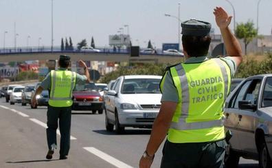 Varias personas retuvieron en Fuente de Piedra al conductor que circuló en sentido contrario