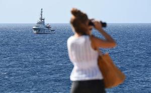 España se declara dispuesta a acoger a parte de los migrantes del Open Arms