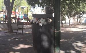 El Torcal: suciedad en un parque infantil