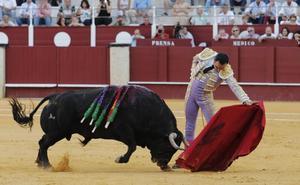 Vuelta de homenaje en el adiós del Cid a Málaga en una tarde para olvidar