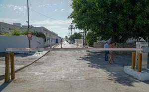 Puertos autoriza el retranqueo de la barrera que cierra el paso hacia la playa de El Cable