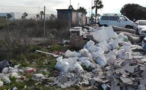Pillado 'in fraganti' tirando escombros en uno de los vertederos ilegales de Málaga