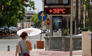 El terral trae aviso amarillo por altas temperaturas en plena Feria de Málaga