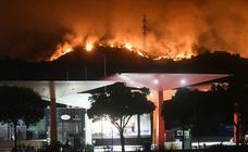 Un incendio en Estepona obliga a desalojar a cientos de personas