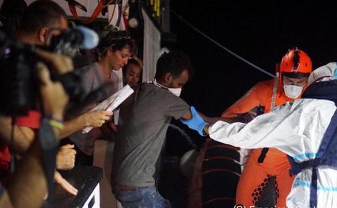 Un fiscal italiano ordena el desembarco inmediato en Lampedusa del 'Open Arms'