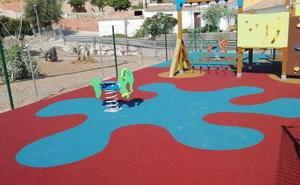 Rincón de la Victoria finaliza la instalación de dos nuevos parques infantiles en las zonas de Lo Cea y Cortijo Blanco