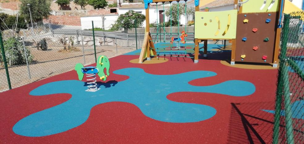 Rincon de la Victoria completes the installation of two new playgrounds in the areas of Lo Cea and Cortijo Blanco