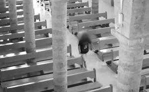 Una cámara de seguridad caza a un joven que defecó en un santuario de Jaén