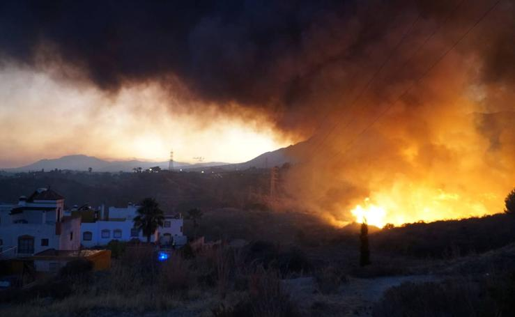 Declarado un incendio en Marbella cerca de la AP-7