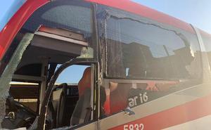 Agreden a un conductor de autobús malagueño en La Línea por rozar un coche mal estacionado