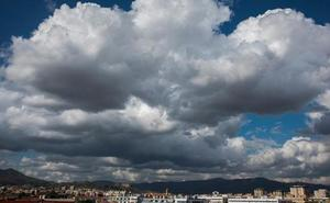Málaga registra la madrugada más calurosa en Andalucía y leves chubascos en la Axarquía