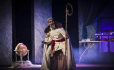Manu Sánchez aterriza en Marbella con su obra de teatro 'El Buen Dictador'