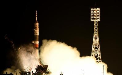 La nave Soyuz rusa con el androide 'Fiódor' no logra acoplarse a la estación espacial