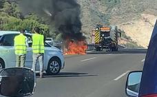 Caravanas en la AP-7 en Benalmádena por el incendio de un vehículo