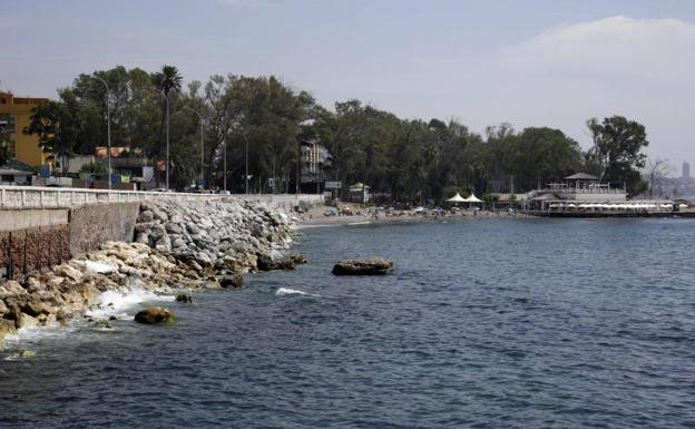 El estudio de impacto ambiental da luz verde a ampliar la playa junto a los Baños del Carmen