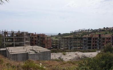 Manilva ofrece a inversores suelo y urbanizaciones abandonadas para crear más de 5.000 viviendas