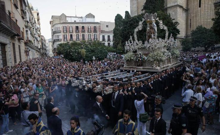 La patrona de Málaga procesiona por la capital