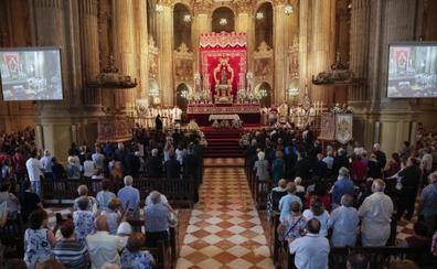 Los malagueños arropan a la Patrona en la Catedral