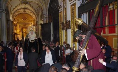 La Cofradía de Viñeros traslada sus imágenes a los Santos Mártires para la obra de su iglesia