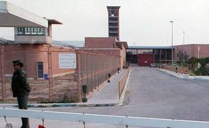 Los internos de la prisión de Alhaurín ya pueden comunicarse por videoconferencia con sus abogados