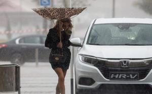 Aemet amplía el riesgo por lluvias fuertes mañana en Málaga