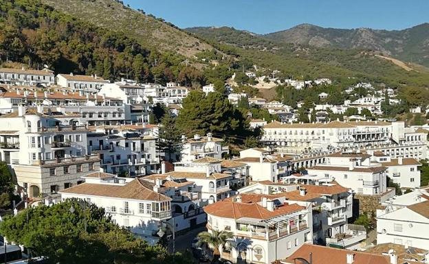 Un fallecido en un accidente en Mijas con dos furgonetas implicadas