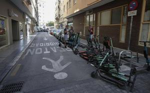 El alcalde amenaza a las empresas de patinetes con que tengan que abandonar Málaga
