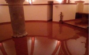La lluvia inunda la cripta de la iglesia de San Felipe Neri