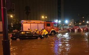 Vídeos: la tromba de agua en su momento más intenso por la provincia de Málaga