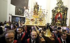 Santa Eufemia se queda en su templo por la lluvia en Antequera