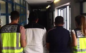 En libertad con cargos los detenidos por desfigurar a un joven en Marbella