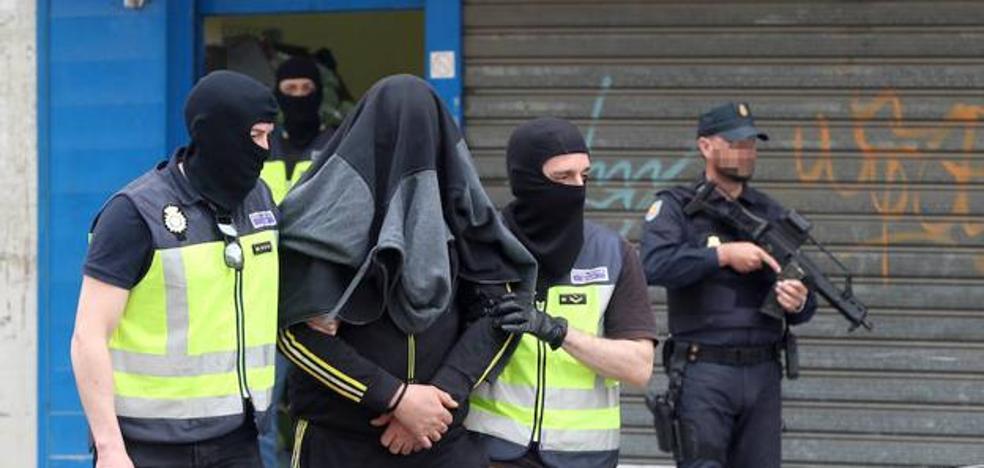 Piden 10 años para el frutero de Eugenio Gross por financiar a una de las yihadistas más buscadas