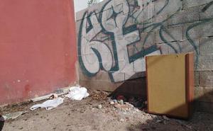 Esquina a modo de vertedero en La Trinidad