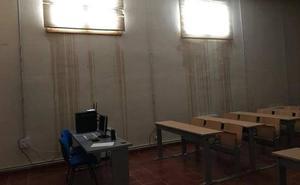 Arreglan la cubierta de la Escuela de Enfermería, que sufre filtraciones de agua