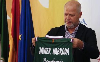Imbroda analiza la situación del Málaga y anuncia una cumbre de las instituciones
