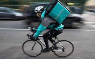Los 'riders' pierden 4.200 euros al año por trabajar como falsos autónomos