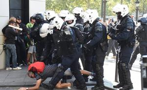 Detenidos más de un centenar de manifestantes durante la protesta de los 'chalecos amarillos' en París