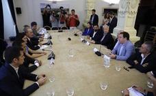 Javier Tebas también interviene vía telefónica en la reunión del Ayuntamiento