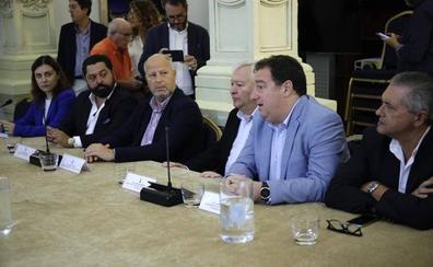 Las instituciones y los pequeños accionistas buscan soluciones a la situación del Málaga