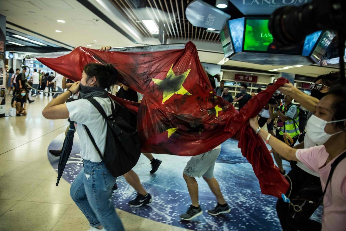 Los manifestantes de Hong Kong vuelven a tomar varios centros comerciales