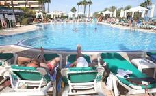 La quiebra de Thomas Cook enciende las alarmas y deja turistas en quince hoteles de la Costa