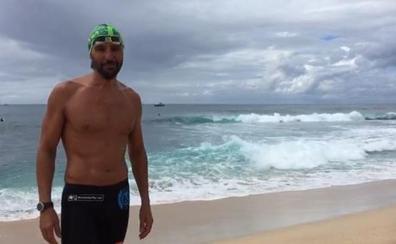 Christian Jongeneel tratará de superar este jueves la travesía a nado solidaria del Estrecho de Molokai