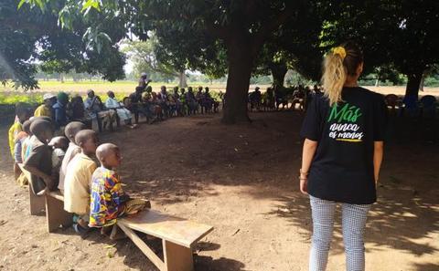 Una fiesta en Málaga vale por una maternidad en Costa de Marfil