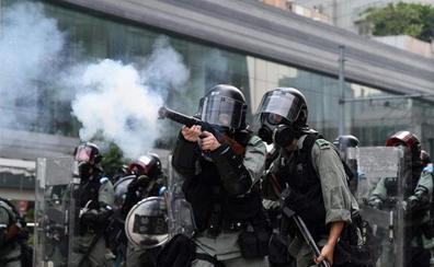 La furia calienta Hong Kong para el 70 aniversario de China