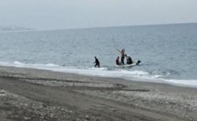 Interceptan una patera con nueve inmigrantes magrebíes en la playa nerjeña de Burriana